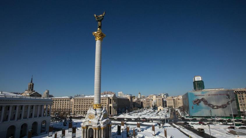Акция против закрытия телеканалов проходит в Киеве