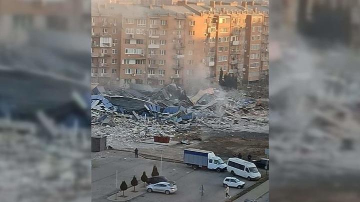 Во Владикавказе мощный взрыв полностью разрушил здание магазина