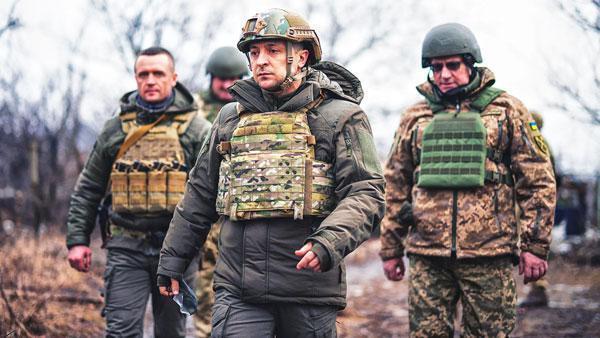 Теряющий рейтинг Зеленский готовит почву для нового наступления на Донбасс