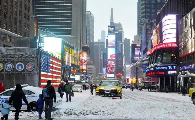 Замерзающие американцы сжигают чучела Греты Тунберг: в домах – 1 градус, нет воды и света