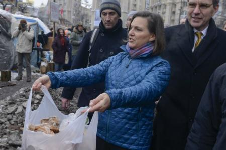 «Печеньки» от Виктории Нуланд на майдане и cake walk