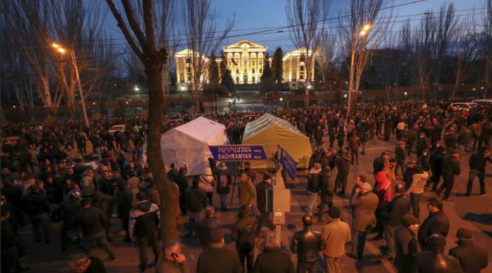 Майдан в Армении – День 1: Что произошло? Кто и почему его начал?