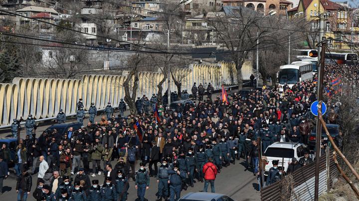 Армения. В Ереване митингуют против премьера Пашиняна