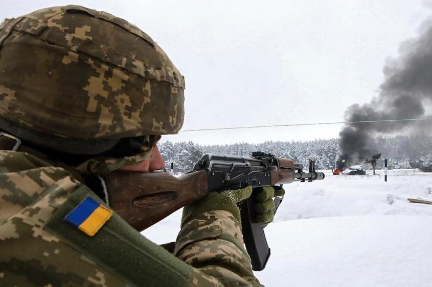 Группировка вооруженных сил Украины на Донбассе усиливается уже второй месяц подряд. Фото: Zuma/TASS