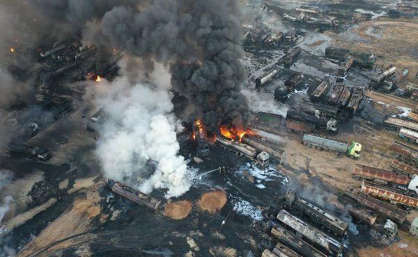 В Сирии сотни бензовозов сожгли одним ударом. Российские ракеты пришли с моря?