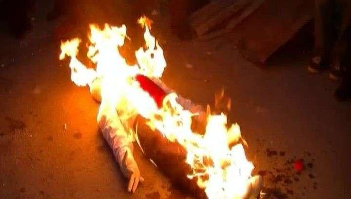 На день рождения Саакашвили в Тбилиси сожгли его чучело