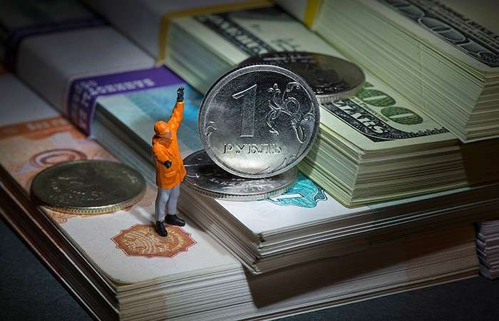 Рубль резко вырос к доллару и евро