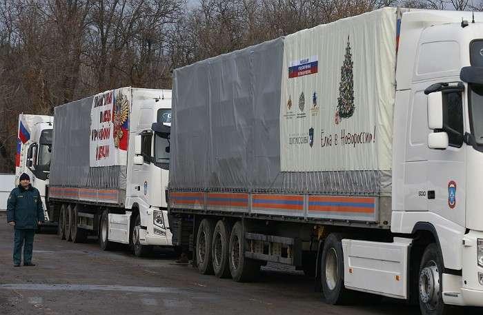 Грузовики из автоколонны МЧС России с гуманитарной помощью для жителей юго-востока Украины.