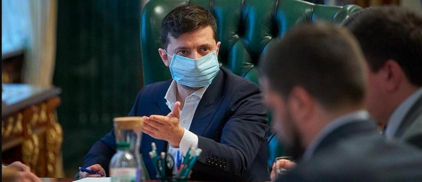 Украинцев превратили в подопытных мышей. Зеленскому советуют встать перед Путиным на колени