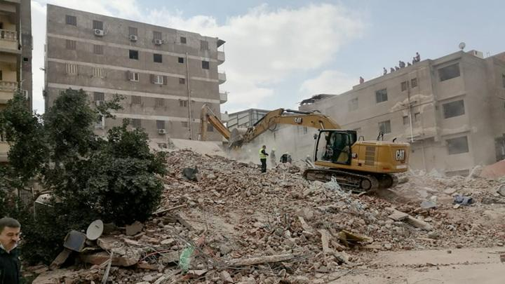 В столице Египта обрушился 10-этажный жилой дом. Есть жертвы