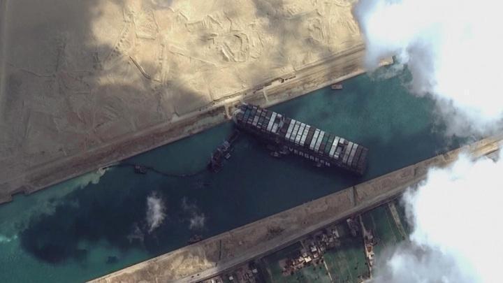 Бурлаки на Суэце – тянут-потянут, а вытянуть не могут: судно встало поперёк горла мировой экономике