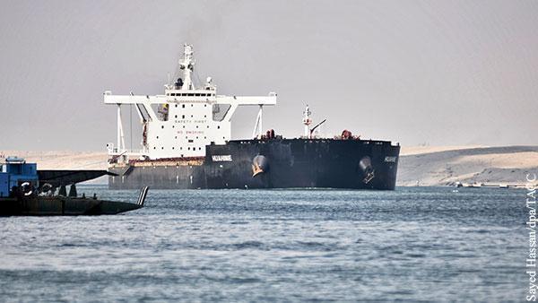 Ещё один корабль сел на мель на юге Суэцкого канала