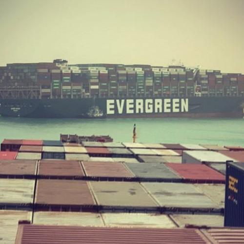 На блокировавшем Суэцкий канал корабле Evergreen найдены похищенные дети, тела и оружие