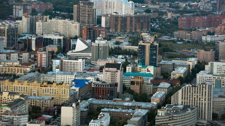 Жителям Новосибирска порекомендовали закрыть все окна и не выходить на улицу