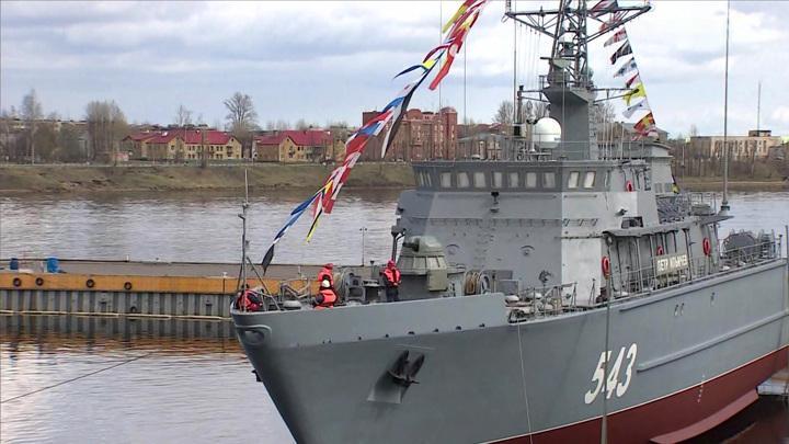 Крупнейший военный корабль неуязвимый для мин спустили на воду в Санкт-Петербурге