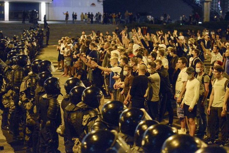 В Белоруссии более 80 силовиков лишены званий за содействие протестам