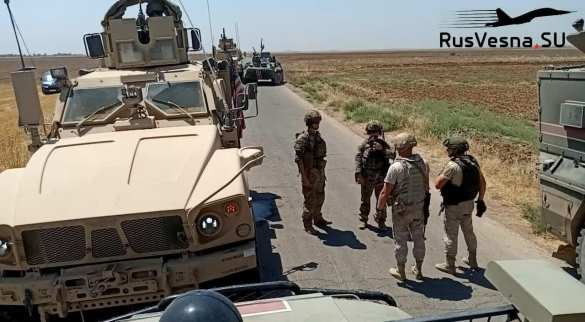 СРОЧНО: российские военные блокировали колонну армии США в Сирии (ФОТО)   Русская весна
