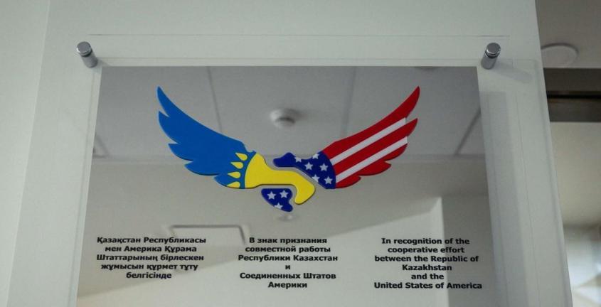 В Казахстане США готовят живые контейнеры для распространения биологического оружия