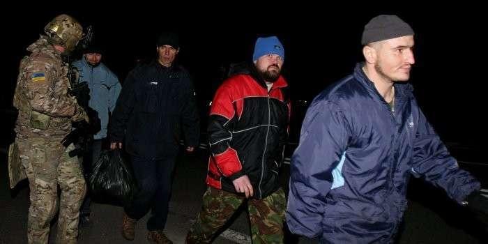 Ополченцы рассказали о зверском обращении украинских карателей с военнопленными