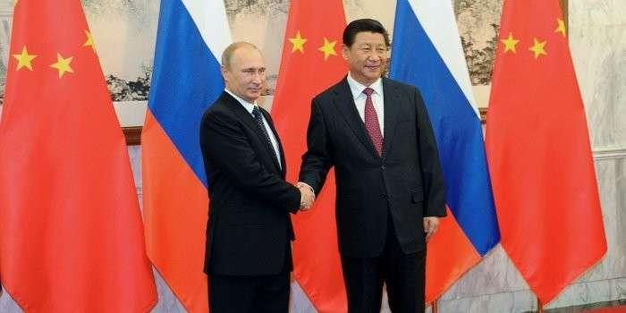 Россия и Китай нанесли сокрушительный удар по доллару
