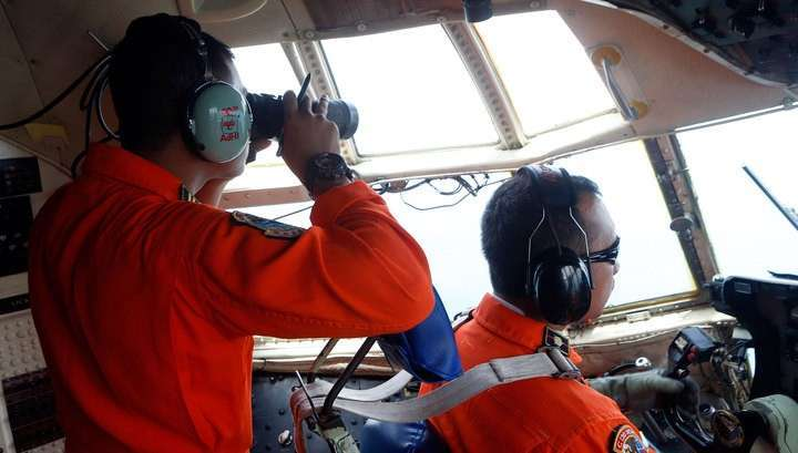 Лётчики увидели силуэт самолёта на дне Яванского моря