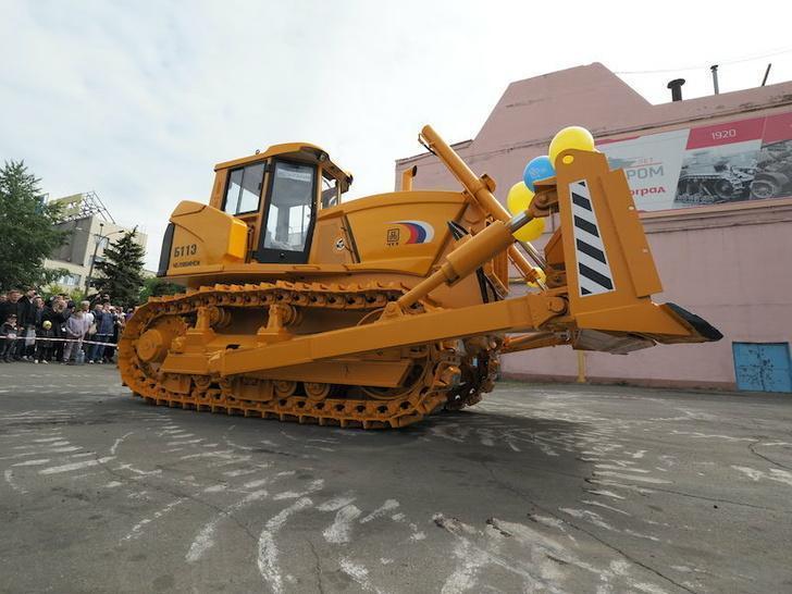 ЧТЗ представил новый трактор Б11Э с электромеханической трансмиссией и дистанционным управлением