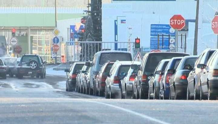 Перед Новым годом европейцы массово едут в Россию за бензином, рыбой и конфетами