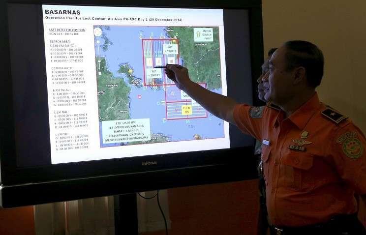 Спасатели извлекли из моря шесть тел, предположительно, пассажиров лайнера AirAsia