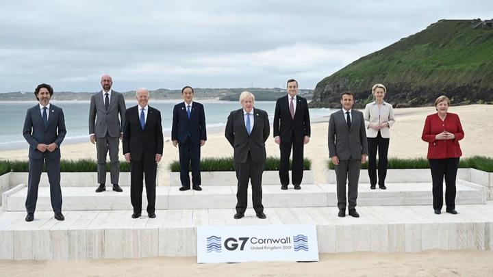 G7: Обмен подарками, ужин в
