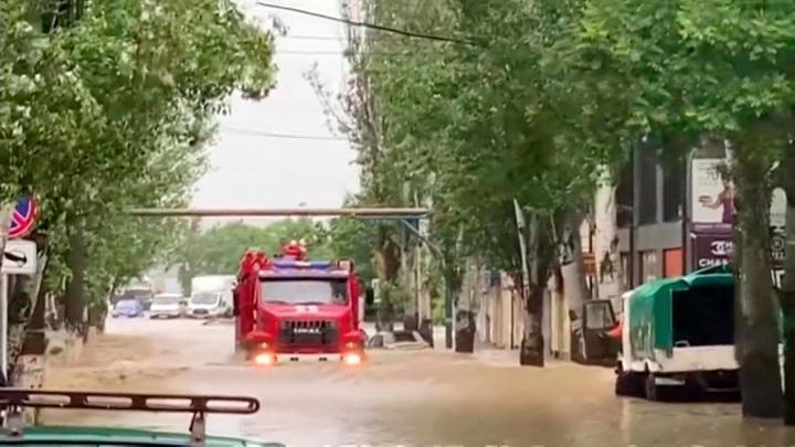 Вплавь и на лодках: юг России затопило