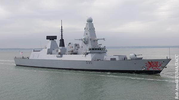 Русский военный корабль открыл стрельбу по британскому эсминцу возле Крыма