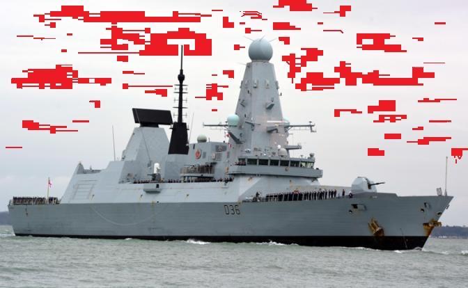 Британский Defender сматывался от русских бомб впереди собственного визга