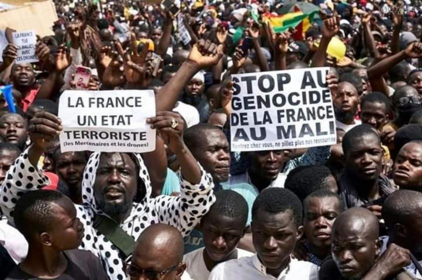Африканское эхо на французских просторах: Вот сгорел «Нотр-дам де-Пари», и посыпалось