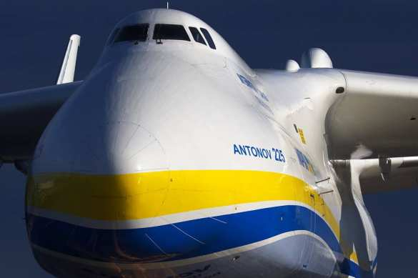 Украинский самолёт снёс забор британской авиабазы – это были русские!