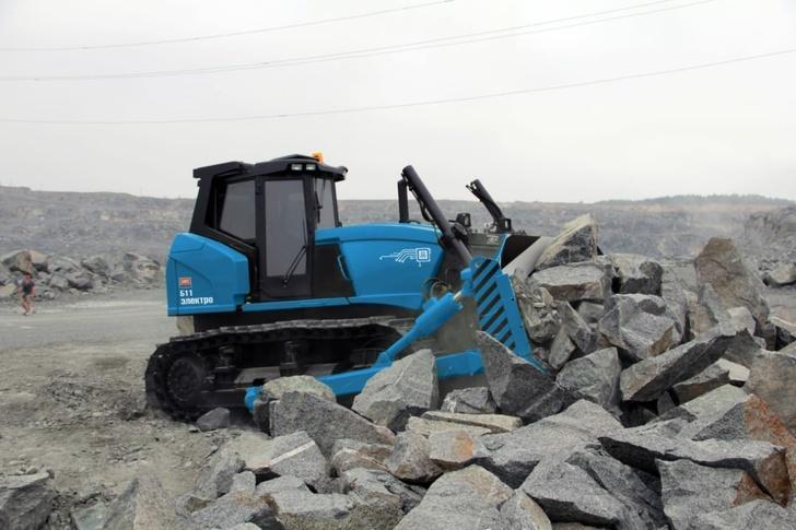 Первые бульдозеры с дистанционным управлением начали производить на заводе в Челябинской области