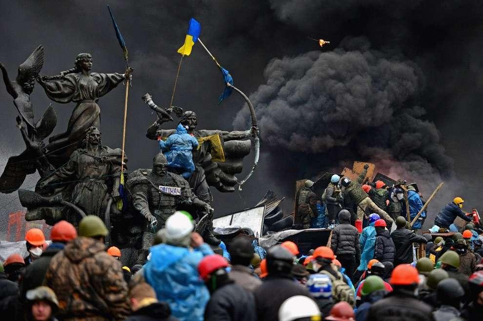 Вчера депутаты Верховной рады собрались на экстренное заседание и приняли постановление о запрете проводить на Украине антитеррористические мероприятия и вернуть всех силовиков в места постоянной дислокации