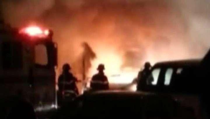 Во Франции хулиганы сожгли почти тысячу автомобилей