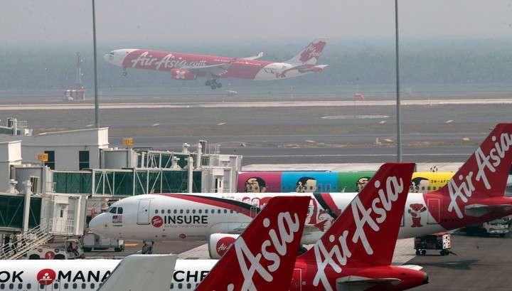 Обнаружен хвост лайнера AirAsia, разбившегося в Индонезии