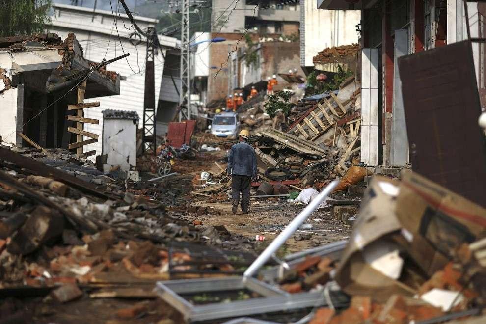 Сильное землетрясение в Китае