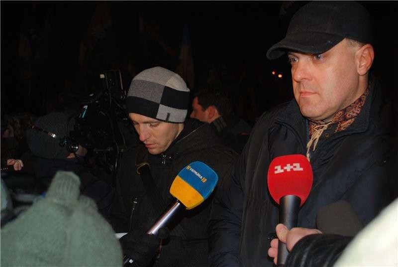 Олег Тягнибок дает интервью украинским каналам перед началом шествия