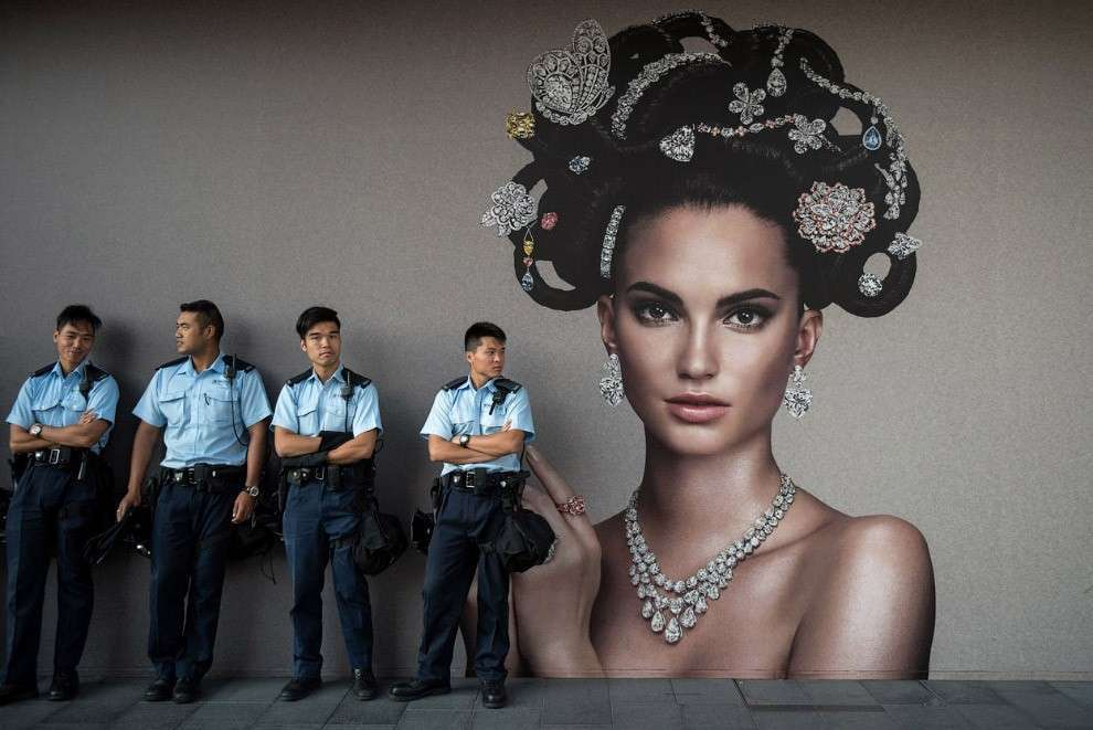 Полицейские в Гонконге