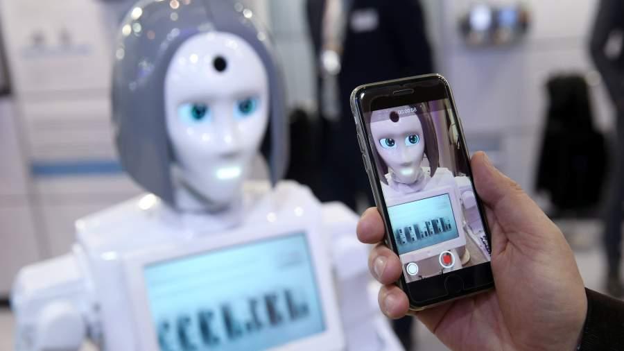 Российский робот Промобот впервые стал охранником в Европе