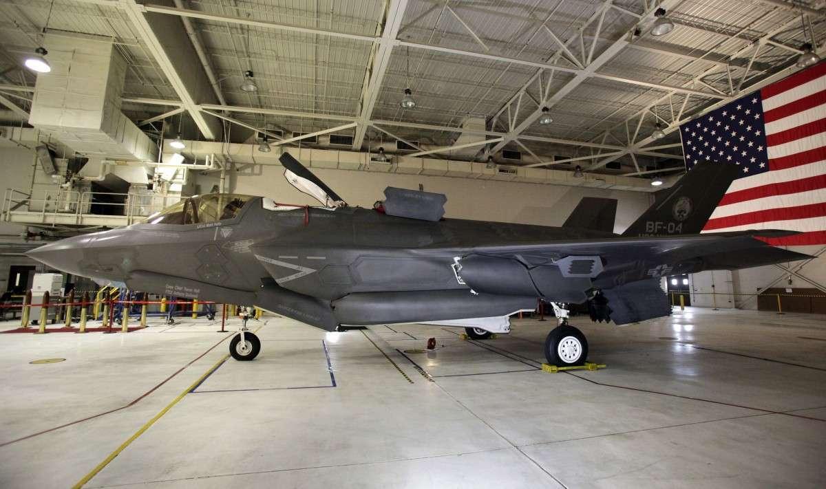 Ввод в эксплуатацию истребителя США F-35 отложили до 2019 года