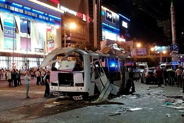 Взорвавшийся пассажирский автобус на остановке у перекрестка улиц Плехановская и Кольцовская в Воронеже