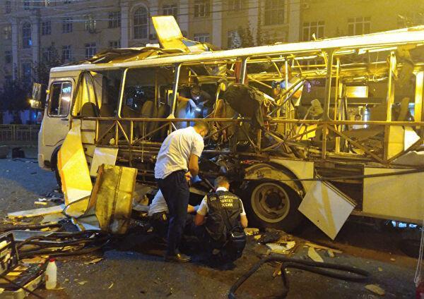 Место взрыва пассажирского автобуса на остановке в Воронеже