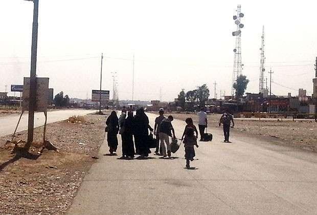 Женщины покидают Мосул