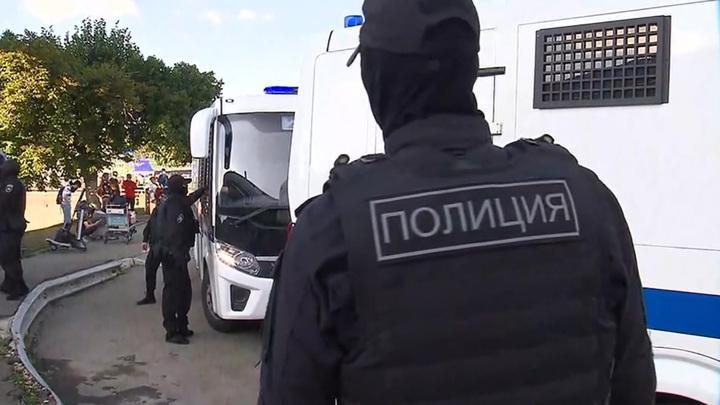 Иностранных мигрантов участников драки в Москве начали выдворять из России