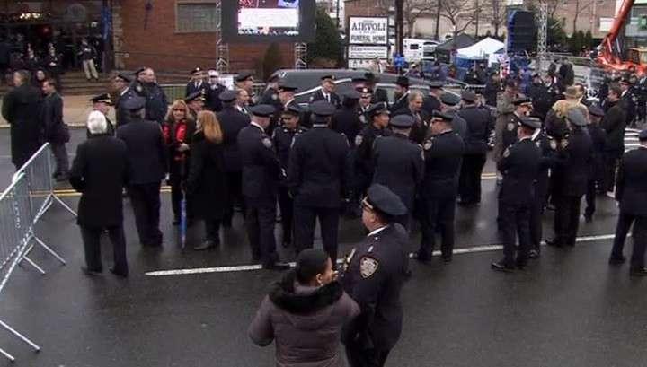 Полицейские Нью-Йорка винят мэра в поддержке радикалов