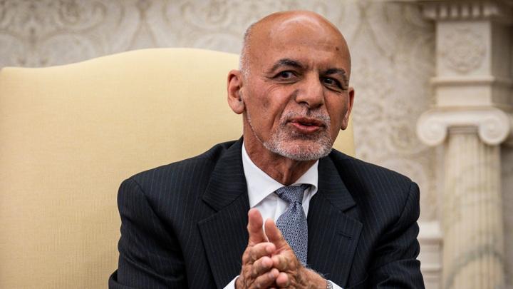 Бежавший из Афганистана президент Гани прихватил из госказны 169 миллионов долларов
