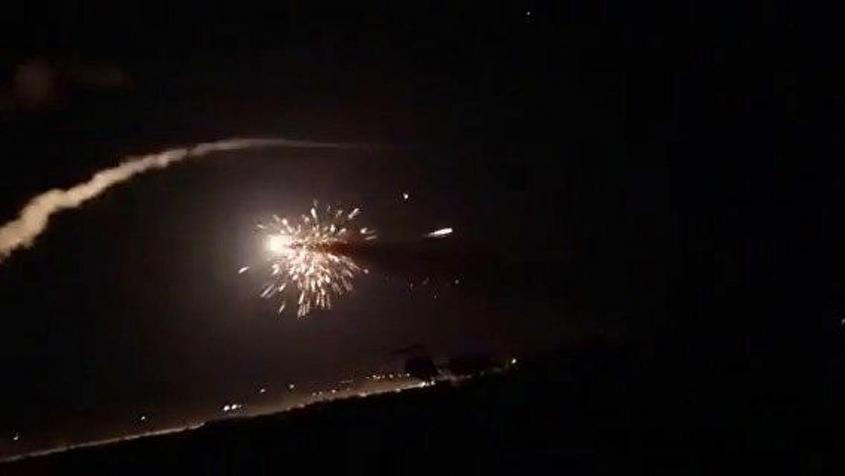 ПВО Сирии отражают атаки террористического Израиля в небе над Дамаском